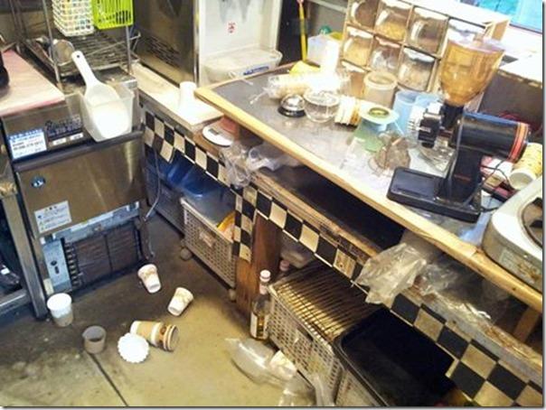 店内地震後
